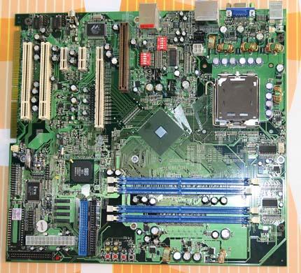 SiS 656 chipsetes referencia alaplap PCI Express x16 és AGP csatlakozóval