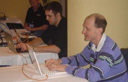 Jobb oldalon Charles Miller (Fotó: TippingPoint)