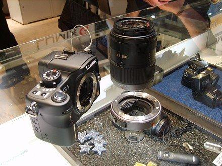 Panasonic G1 váz, alapobjektív és a négyharmados illesztő a korábbi optikákhoz