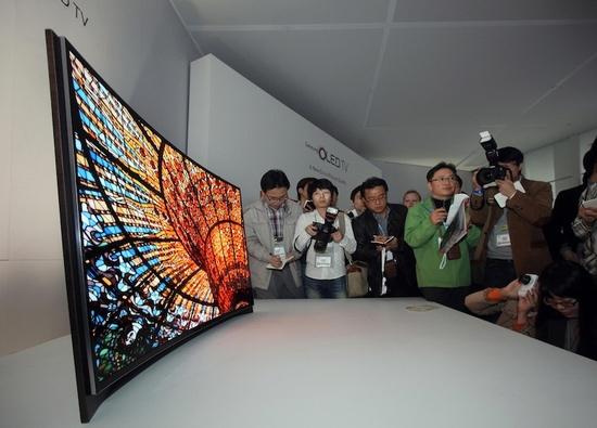 Boltokba került az első szerves LED (OLED) alapú Samsung TV