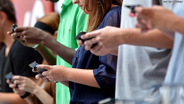 Okostelefon használati szokások USA tinik körében