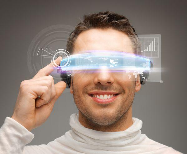 Mikor lesz hétköznapi az okosszemüveg?