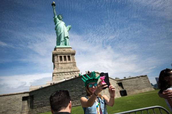 selfie_statue_of_liberty