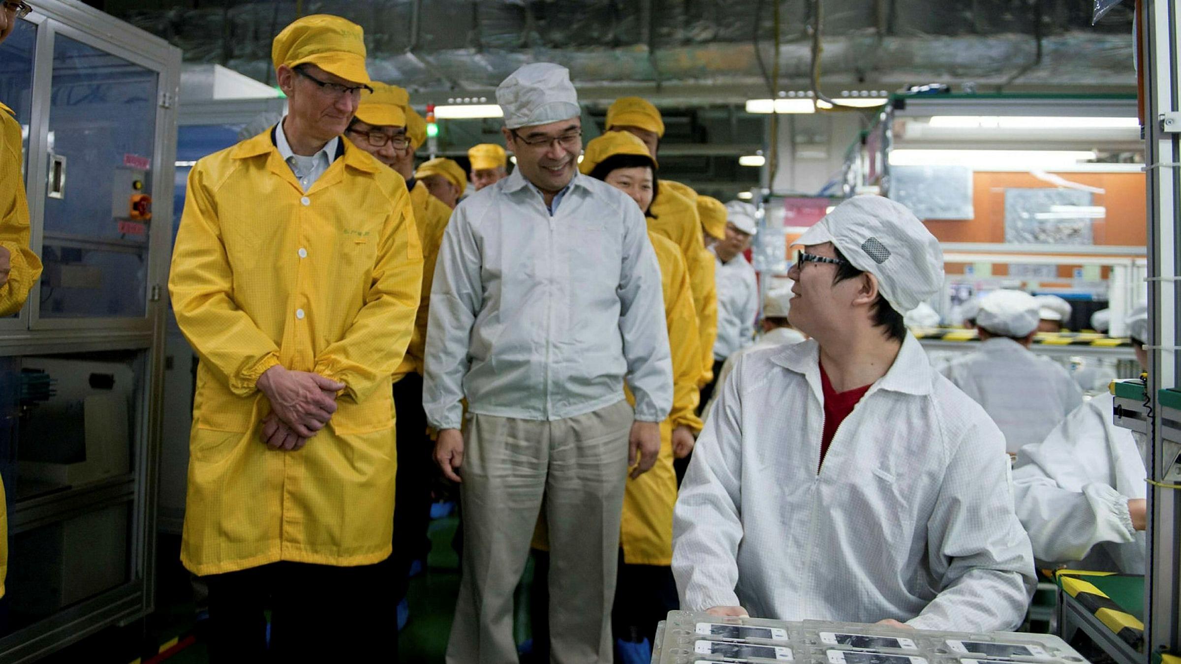 tim_cook_factory